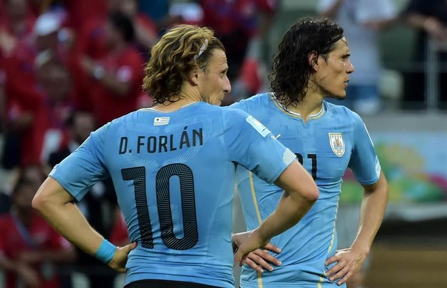 前世足金球獎得主佛蘭(左)為自己在烏拉圭國家隊的搭檔卡瓦尼叫屈。(美聯社)