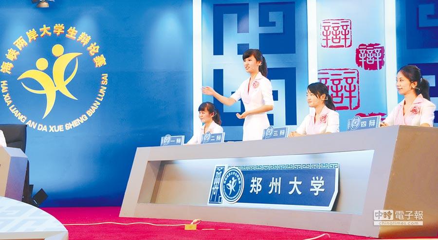 2011年7月24日,鄭州大學學生參加兩岸大學生辯論賽。(新華社資料照片)