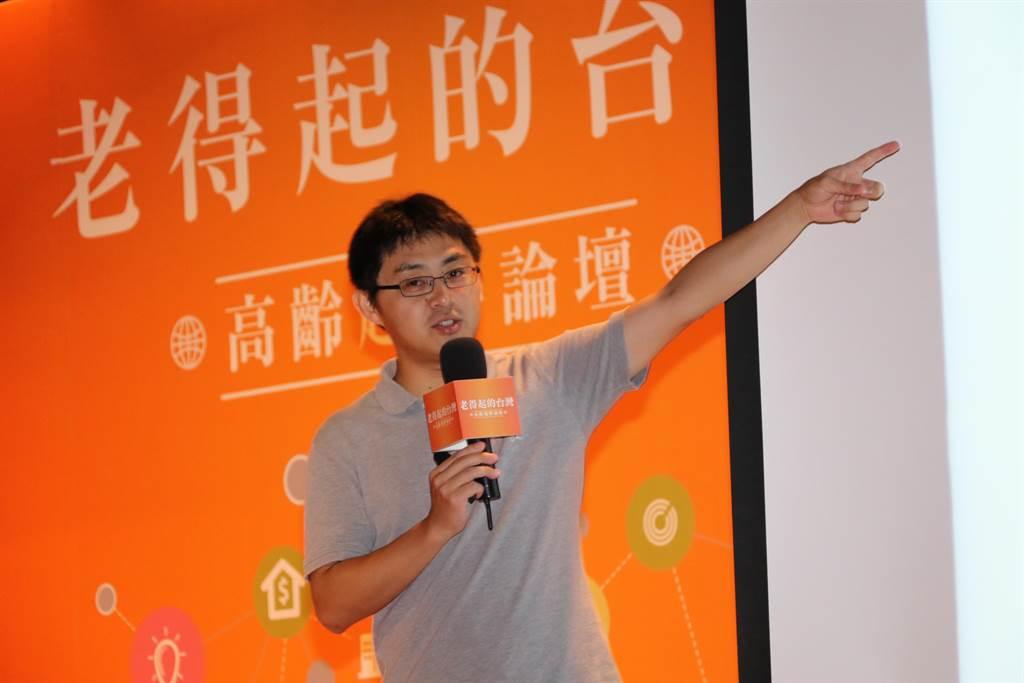 新北市社會局和揚生慈善基金會23日邀請《下流老人》日籍作者藤田孝典來台演講。(葉書宏攝)