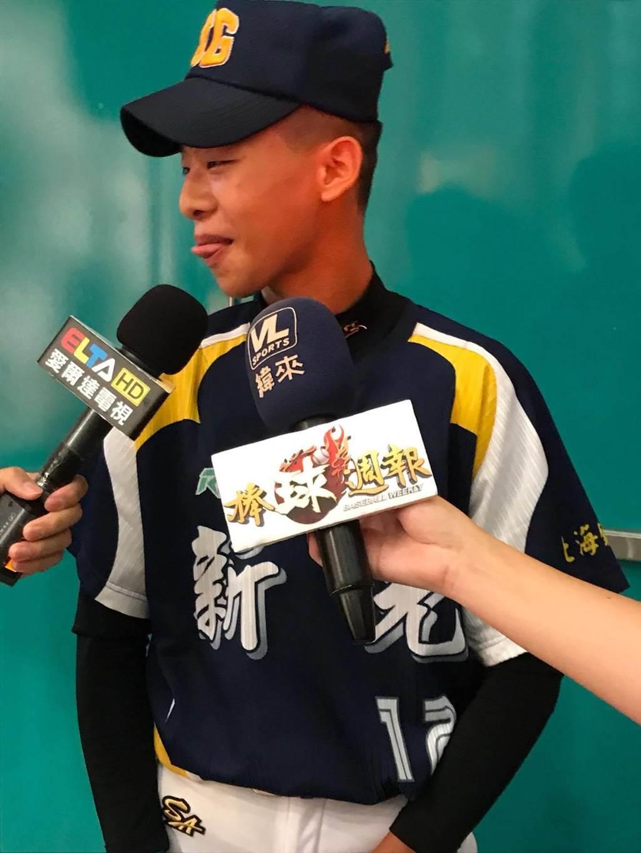 高雄市新光高中今年剛成立棒球隊,想不到參加黑豹旗首輪就遇傳統強校南英商工。(周鎮宇攝)