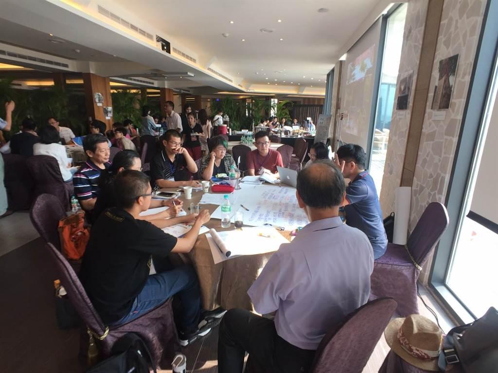 全國眷村文化保存與發展政策論壇在高雄舉行,探討眷村文化保存的現況,以及未來該如何保存等議題。(郭韋綺翻攝)