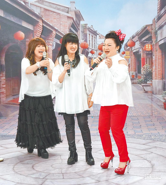 南方二重唱閻宗玉(左起)、林明樺互接笑哏默契佳,逗樂白冰冰。