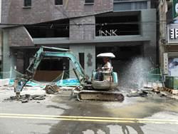 逢甲商圈瓦斯管線遭挖斷 工人:標示有出入