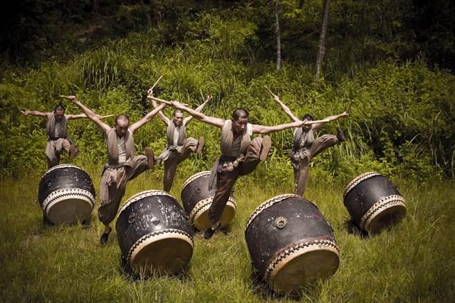 優人神鼓到台中演出作品《勇者之劍》。(中國信託文教基金會提供)