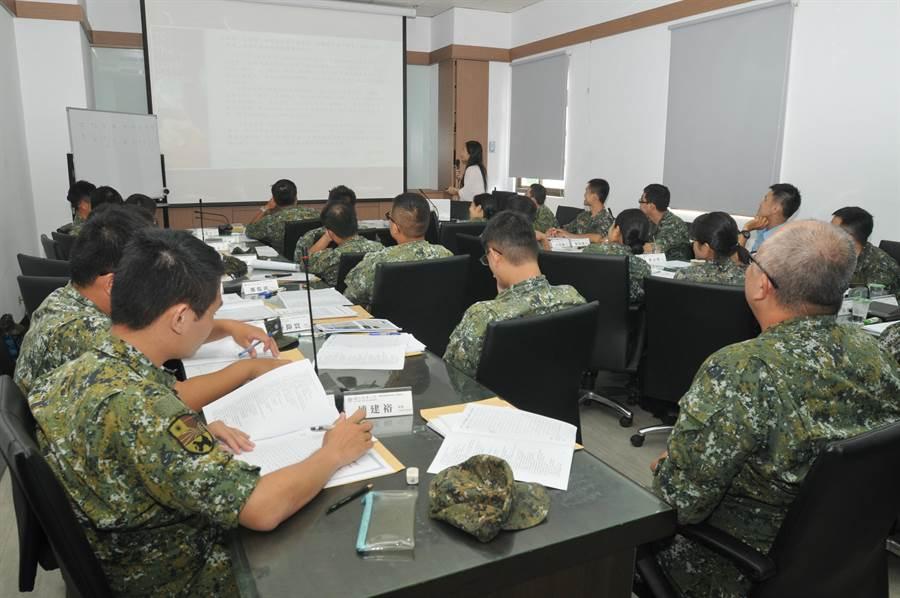 金防部官兵MBA碩士在職專班開課,同學來自金門本島與各離島。(李金生攝)