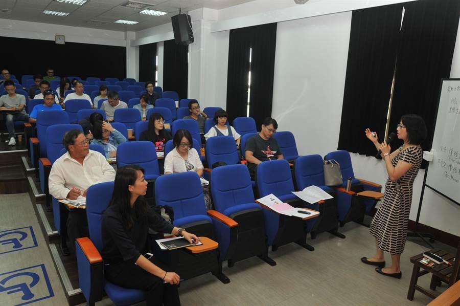 清大金門學分班上課情形,校方期待教育部同意開設相關碩專班。(李金生攝)