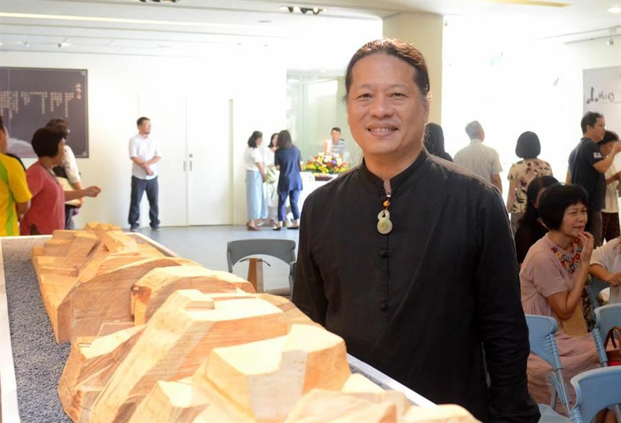 林昭慶的山城之約雕塑展,23日在台東生活美學館開展。(黃力勉攝)