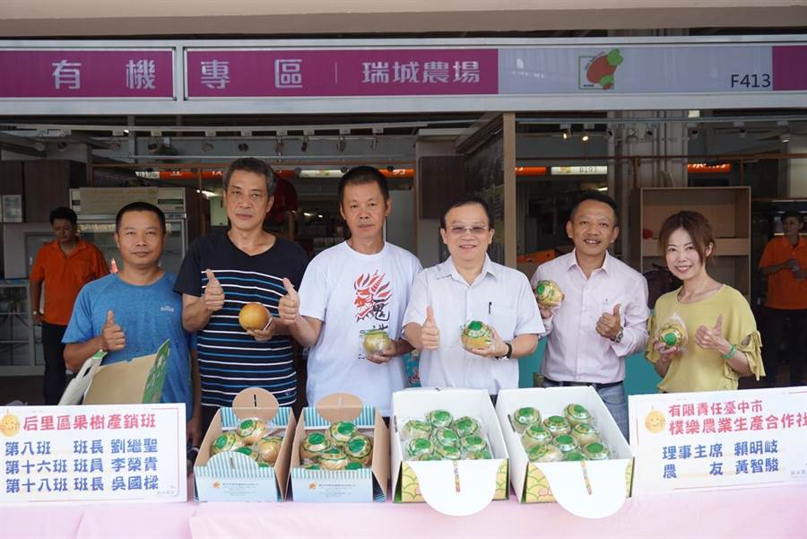 新北市果菜運銷股份有限公司今(23日)舉辦「水梨展售會」銷售新世紀梨及新興梨。(葉書宏翻攝)
