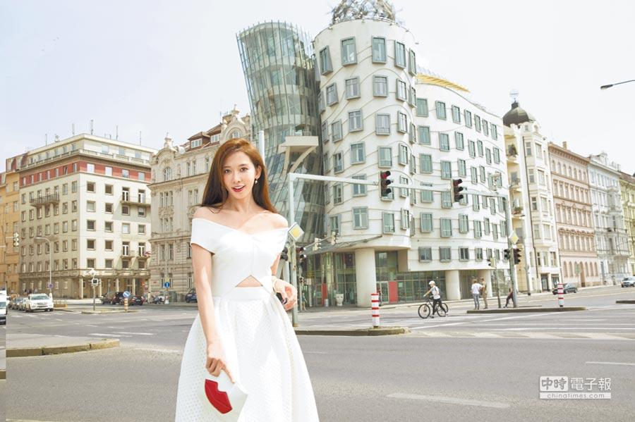 儘管年過40,林志玲的容貌、身形依舊維持完美狀態。