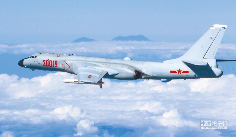 解放軍空軍轟6-K轟炸機。(新華社)