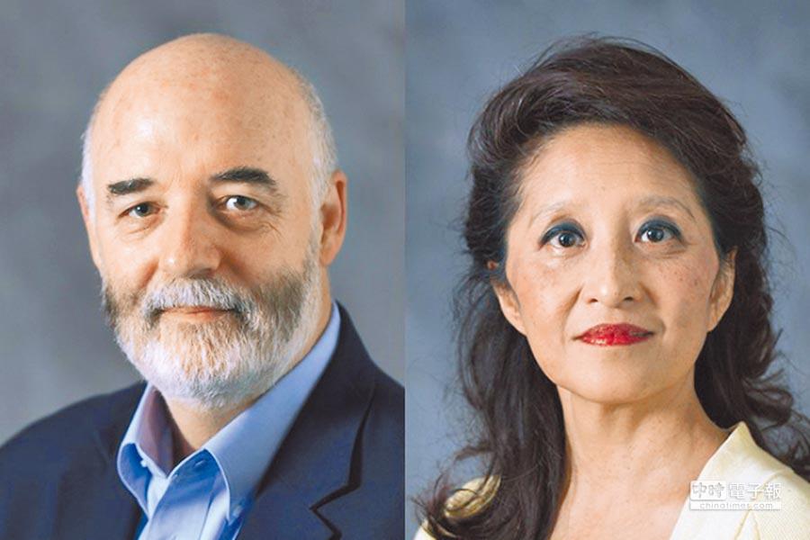 美國匹茲堡大學醫學院病理學特聘教授張遠(Yuan Chang)(右)和其丈夫帕特里克·摩爾(Patrick S. Moore)(左)。(取自美國匹茲堡大學官網)