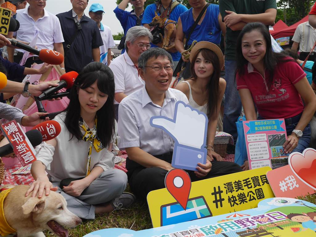 台北市第二座「潭美毛寶貝快樂公園」今啟用,園內設有狗專用飲水台、狗便袋箱,還首度引進自助洗狗機。(陳燕珩攝)