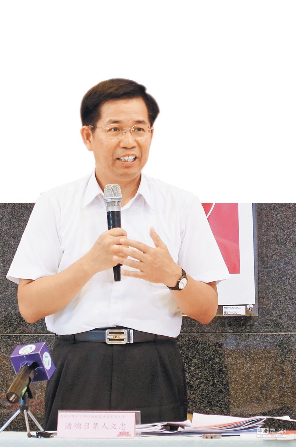 教育部長潘文忠23日出席課審大會閉門會議。(教育部提供)