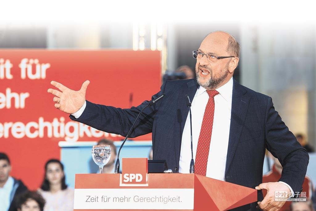 德國主要政黨社民黨(SPD)黨魁舒茲(Martin Schulz)22日現身演講,受到支持者熱烈歡迎。(鄧博仁攝)