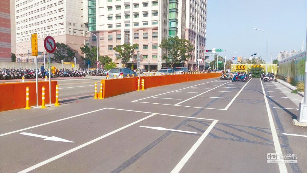 台中市政府近3年增加機車格3萬1160格,目前全市共11萬8615格機車格,除了讓機車族有位好停,也避免違規停車亂象。(盧金足攝)