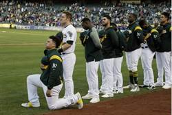 MLB》反國旗單膝跪地 大聯盟首例出現在運動家