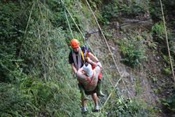 烏來6旬登山客滑落山坡 輕傷送醫