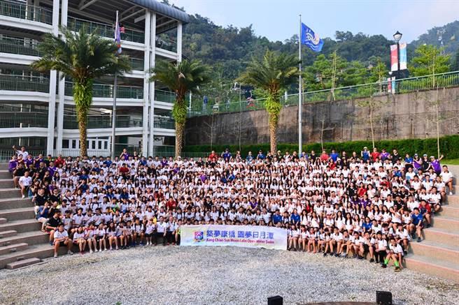 康橋國際學校共有324位學生參加。(葉書宏翻攝)