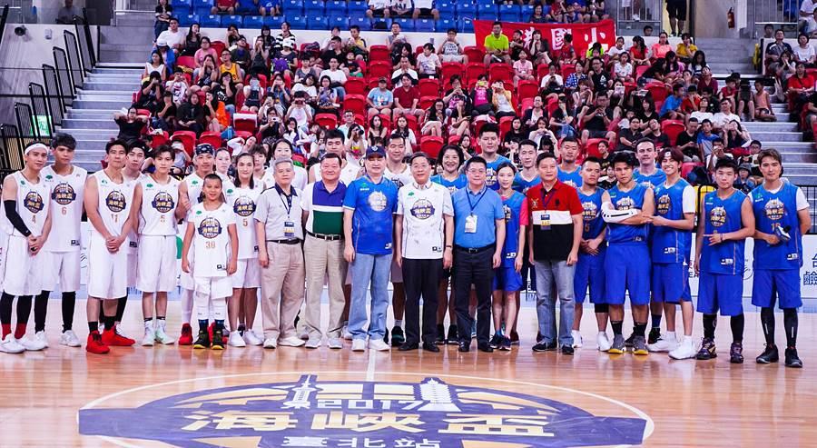 2017海峽盃籃球邀請賽台北站兩岸明星表演賽多位傳奇球星現身。(大會提供)