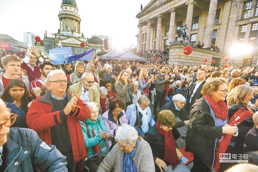 德國大選24日投票,社民黨(SPD)在柏林最後一場政見會宛如嘉年華,許多民眾現身力挺。