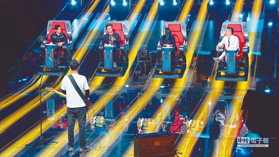 大陸節目《中國新歌聲》第一季邀請周杰倫(左起)、汪峰、那英及庾澄慶擔任導師。(本報系資料照片)