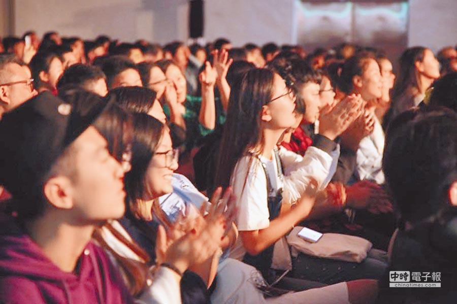 台灣學生熱烈參與《中國新歌聲》來台舉辦的音樂交流。(中國新歌聲提供)