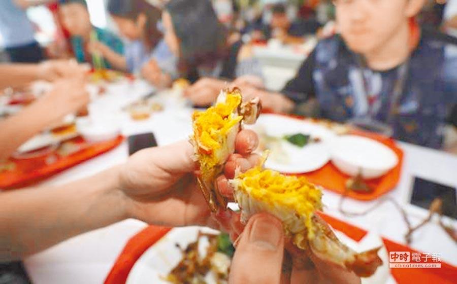 阿里巴巴員工每人可享用一隻大閘蟹。(取自美食家創意)