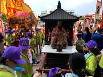 巴西、比利時洋學生恭迎嘉邑鎮南宮孔子聖像儀式