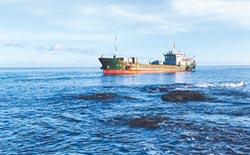巨龍號擱淺蘭嶼 怪手助脫困