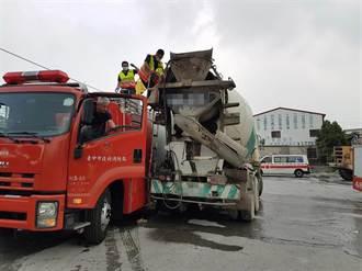 混凝土車入料作業出意外 司機疑遭夾死