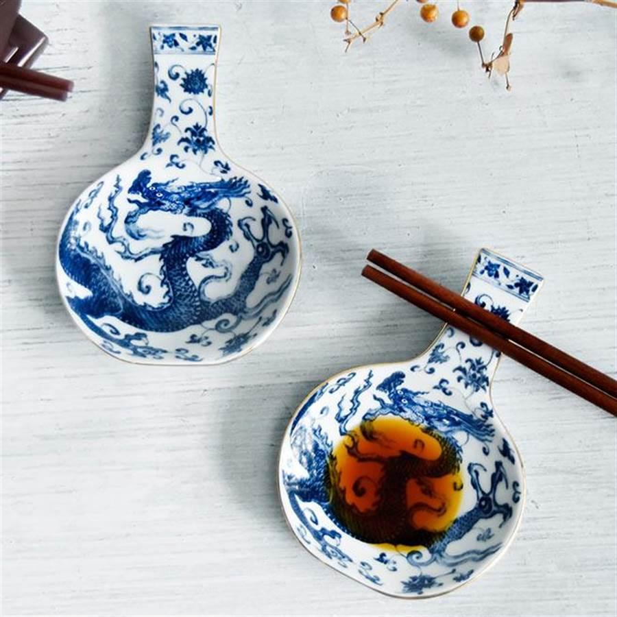 瓶安蘸福---青花龍醬碟筷架。