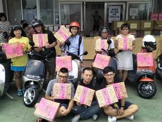 愛心團隊購買庇護工場愛心月餅 再送給身心障礙者