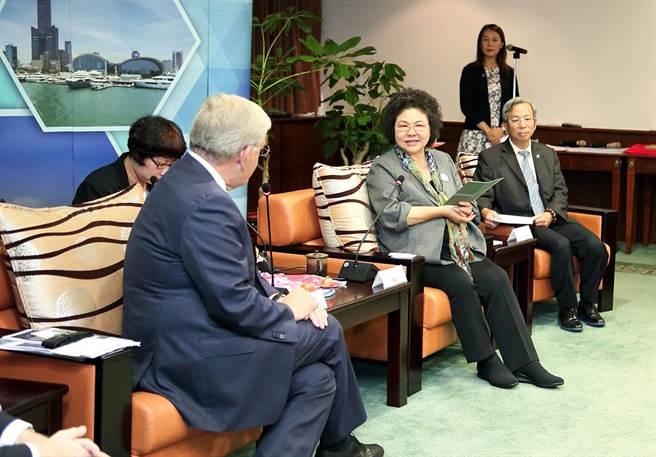 荷蘭烏特勒支市來訪,高雄市長陳菊(右二)致歡迎詞。(呂素麗翻攝)
