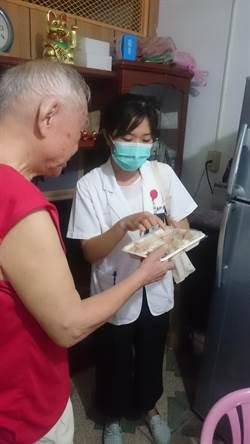 桃園醫院展關懷 替街友檢測口腔癌、送餐給獨老