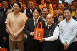 賴清德參拜基隆慶安宮 宣示全力拚經濟