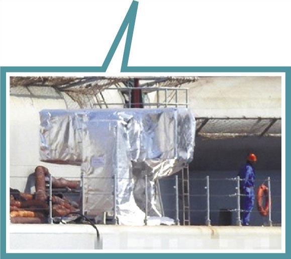 大陸網友披露一組國產002型航母的最新照片。002型航母不僅進行海試前的各項準備工作,且還安裝各型自衛武器。(摘自鼎盛軍事)
