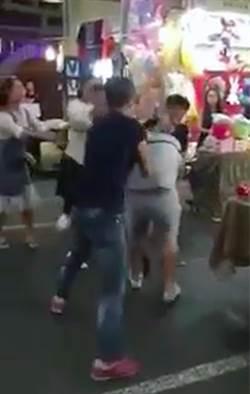 士林夜市陸客挨揍 網:滑倒哥毆打背包哥