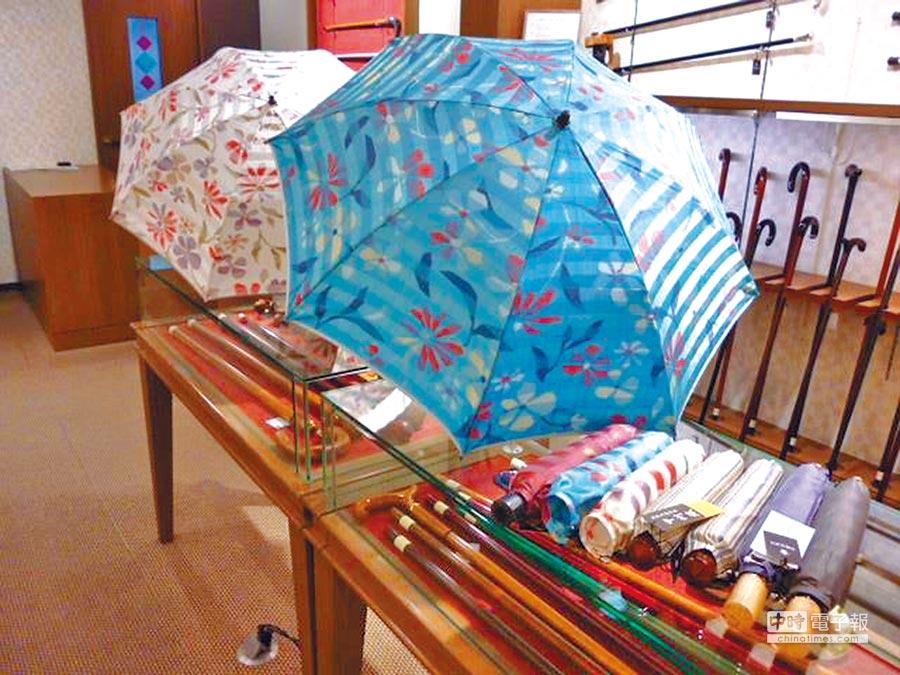 位於東京銀座的「銀座TAKAGEN」雨傘和拐杖專賣店,相當受到陸客歡迎。(取自銀座タカゲン臉書)