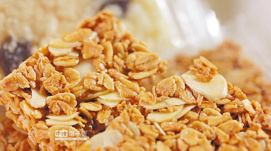 鈺統食品專門從事原料銷售及食品研發代工服務,燕麥片是其中一項。(鈺統食品提供)