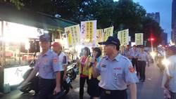 自強夜市交通糾紛頻傳 志工舉牌宣導