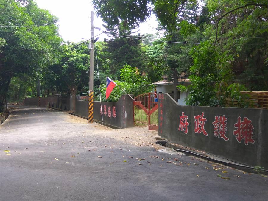雲林虎尾建國眷村雖已無眷戶住,雙十國慶仍掛著國旗。(許素惠攝)