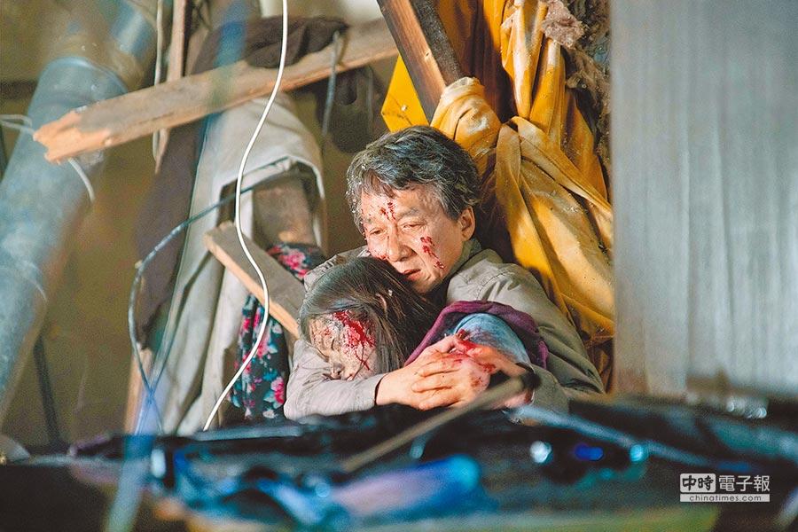 劇中關玉明(成龍飾)的女兒,遭受恐怖攻擊去世。(取自豆瓣網)