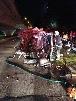 休旅車自撞電箱翻覆 3傷1命危