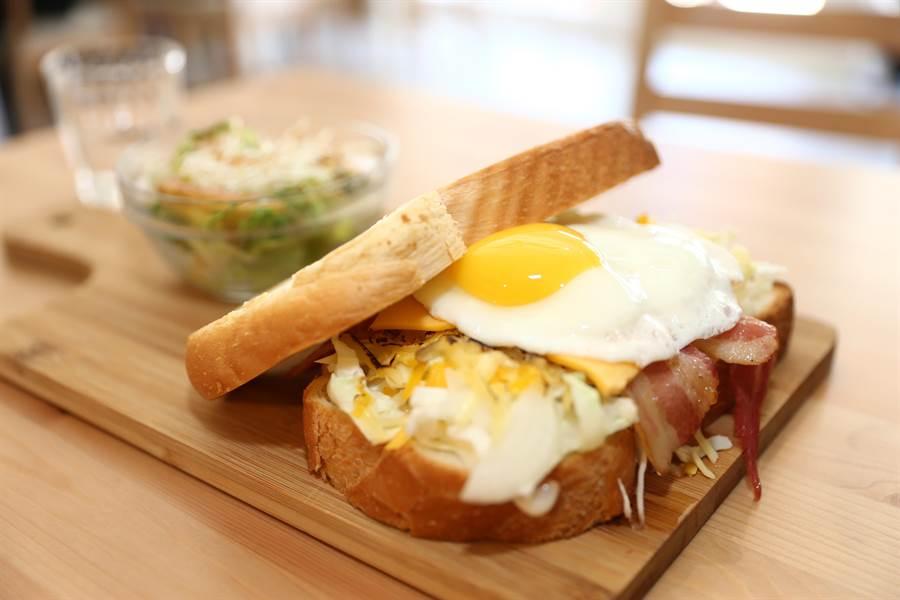 小野山山招牌之一的三明治。(徐養齡攝)
