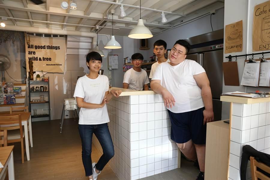 小野山山主打早午餐及下午茶餐飲,工作團隊年輕有活力。(徐養齡攝)