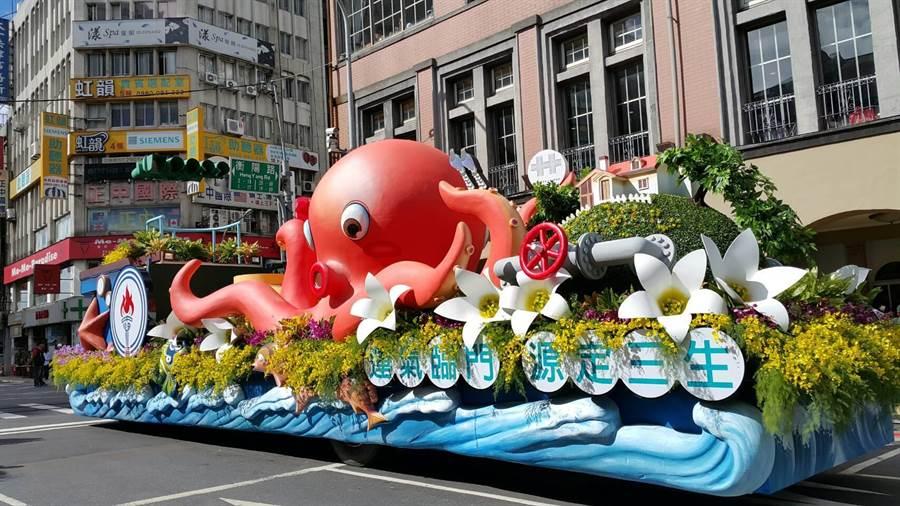 中油國慶花車延伸液化天然氣槽的造型,以八爪章魚及地球造型營造「繽紛活力海上樂園」概念。(圖/中油提供)