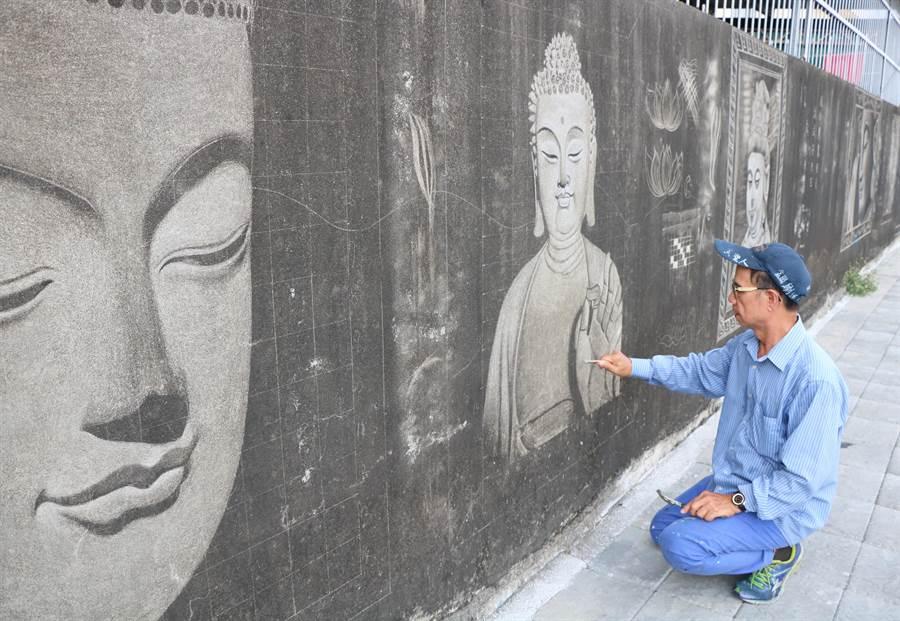 黃聖人希望該面牆的壁畫能保留下來。(謝佳潾攝)