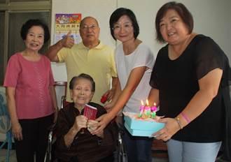 重陽節到  高市旗山區有13名百歲人瑞獲敬老禮金