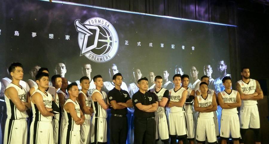 寶島夢想家籃球隊11日成軍,參加ABL東南亞聯賽,預計11月18日遠征印尼展開新球季首場賽事。(黃邱倫攝)