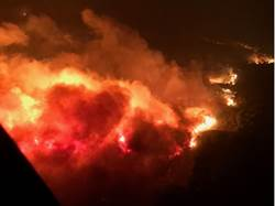 加州狂暴野火再擴大已21死 結婚75年夫妻同葬身火窟
